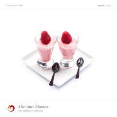 Himbeer-Mousse mit frischen Himbeeren