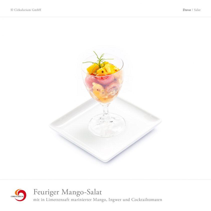Feuriger Mango-Salat mit in Limettensaft marinierter Mango, Ingwer und Cocktailtomaten