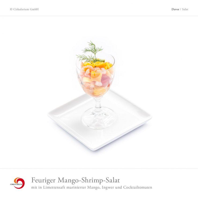 Feuriger Mango-Shrimp-Salat mit in Limettensaft marinierter Mango, Ingwer und Cocktailtomaten