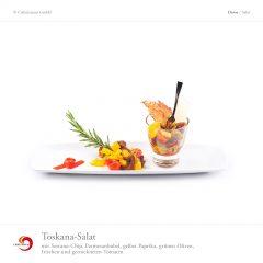 Toskana-Salat mit Serrano-Chip, Parmesanhobel, gelber Paprika, grünen Oliven, frischen und getrockneten Tomaten