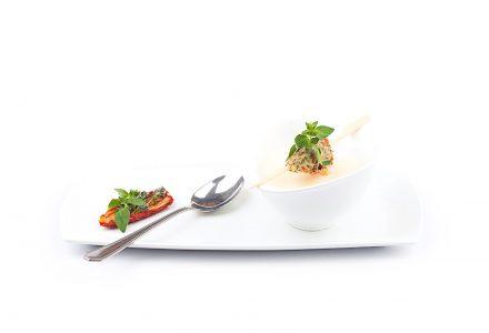 Samtiges Parmesansüppchen mit Tomaten-Basilikum-Nockerl