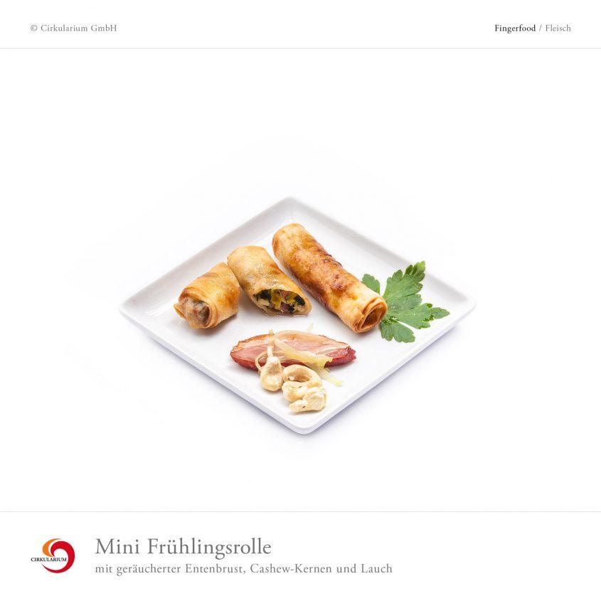 Mini Frühlingsrolle mit geräucherter Entenbrust, Cashew-Kernen und Lauch