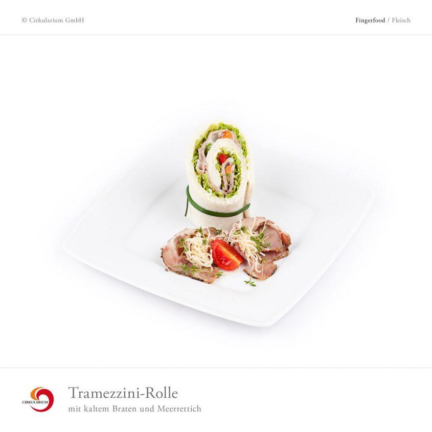 Tramezzini-Rolle mit kaltem Braten und Meerrettich