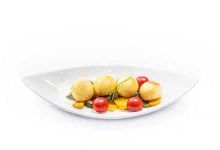 Gnocchi mit feinem Pesto-Kern mit zweierlei gebratenen Zucchini an Zitronen-Gorgonzola-Sauce