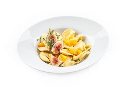 Ravioli Pecorino und Feige mit Orangenfilets und Feige