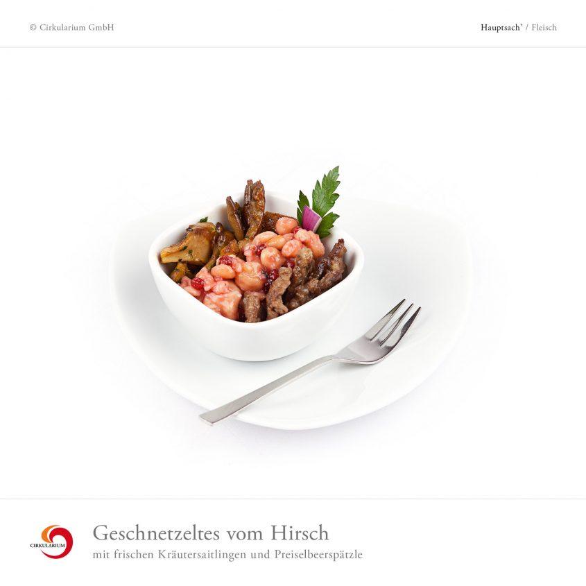 Geschnetzeltes vom Hirsch mit frischen Kräutersaitlingen und Preiselbeerspätzle