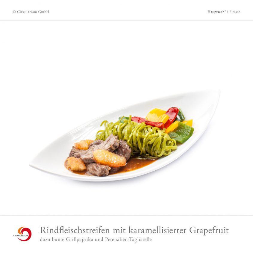 Rindfleischstreifen mit karamellisierter Grapefruit dazu bunte Grillpaprika und Petersilien-Tagliatelle