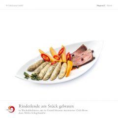 Rinderlende am Stück gebraten in Wacholderbutter, mit in Grand-Marnier marinierter Chili-Birne, dazu Mohn-Schupfnudeln