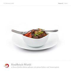 Rindfleisch-Würfel in Rosen-Marillen-Balsam gebraten, mit grünen Bohnen und Tomatenspätzle