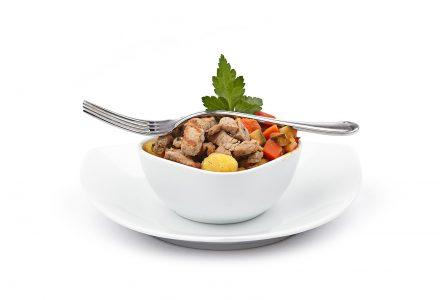 Schweinefiletstreifen mit gebratenen Gnocchi und Grillgemüse an Balsamicojus