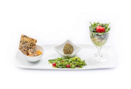 Vorspeisenplatte Seidentofu-Falafel-Sommerweizensalat