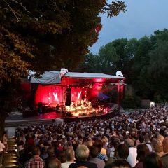 Die Freilichtbühne mit Konzertbühne....